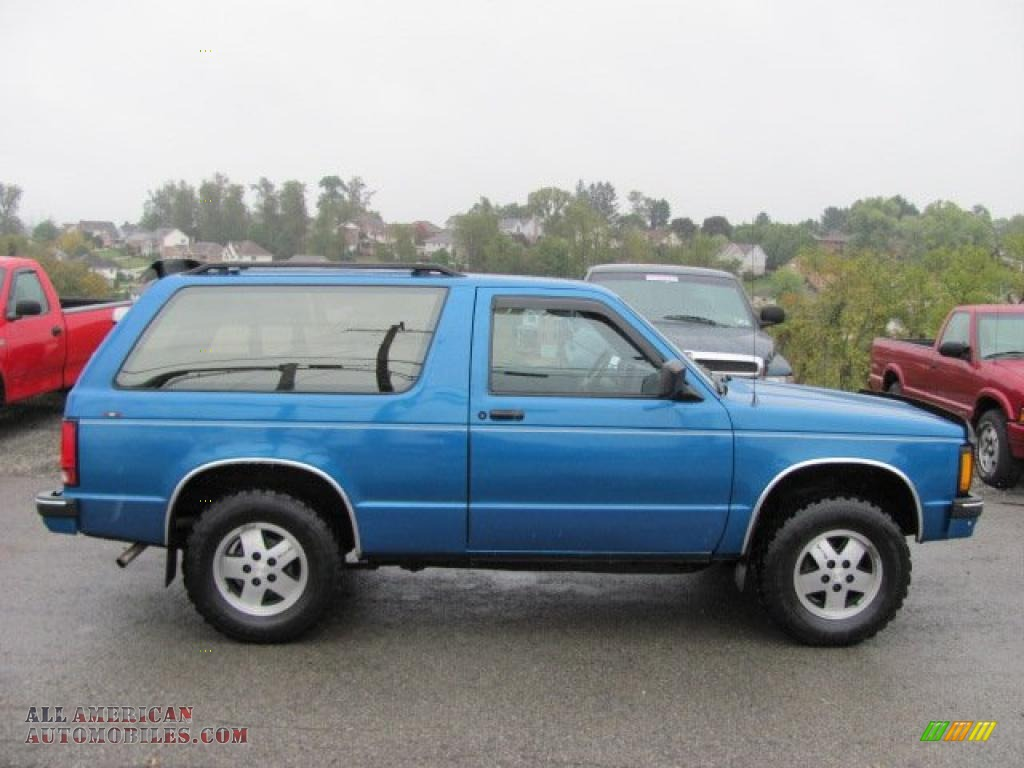 1991 chevrolet s10 blazer tahoe 4x4 in bright blue metallic photo 2 183000 all american. Black Bedroom Furniture Sets. Home Design Ideas