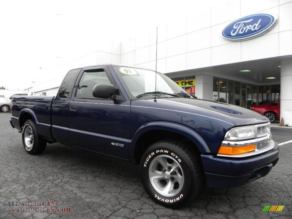 Indigo blue metallic medium gray chevrolet s10 ls extended cab