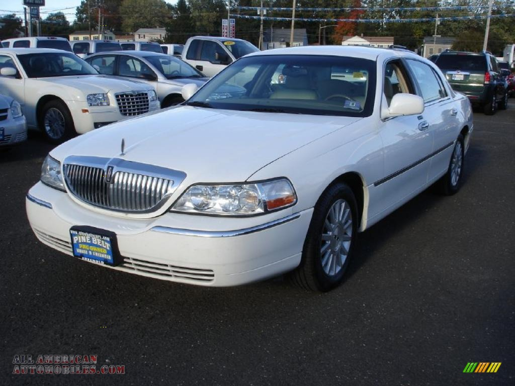 2003 Lincoln Town Car Executive In Vibrant White 632011 All