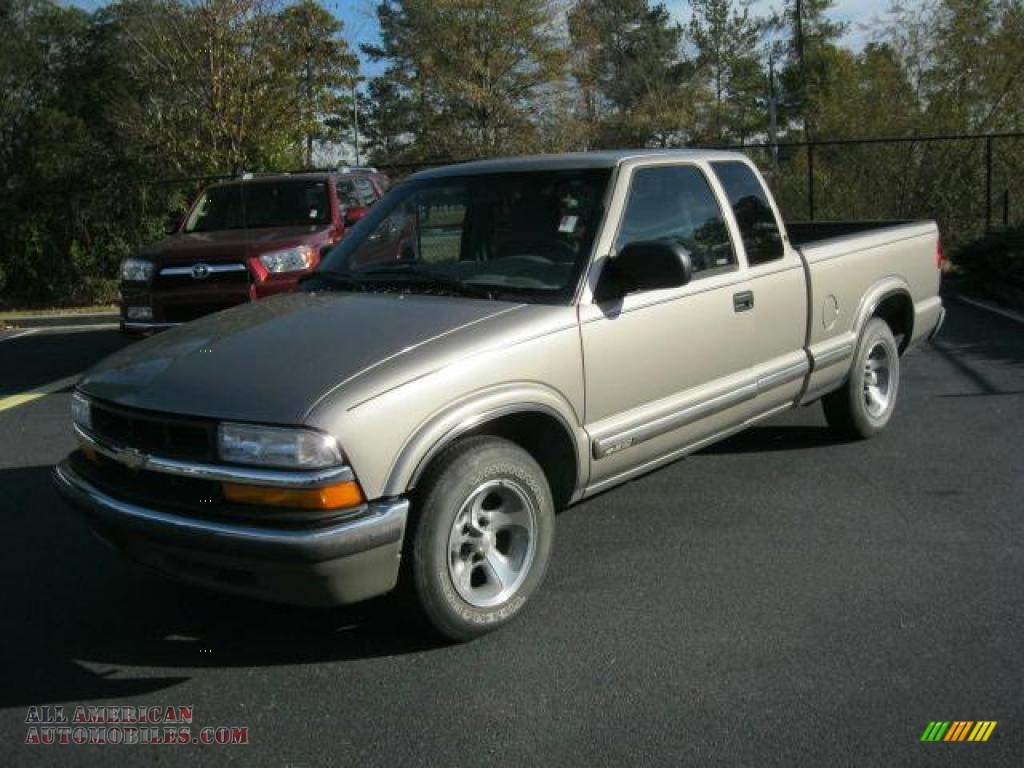 2000 Chevrolet S10 Ls Extended Cab In Sunset Gold Metallic