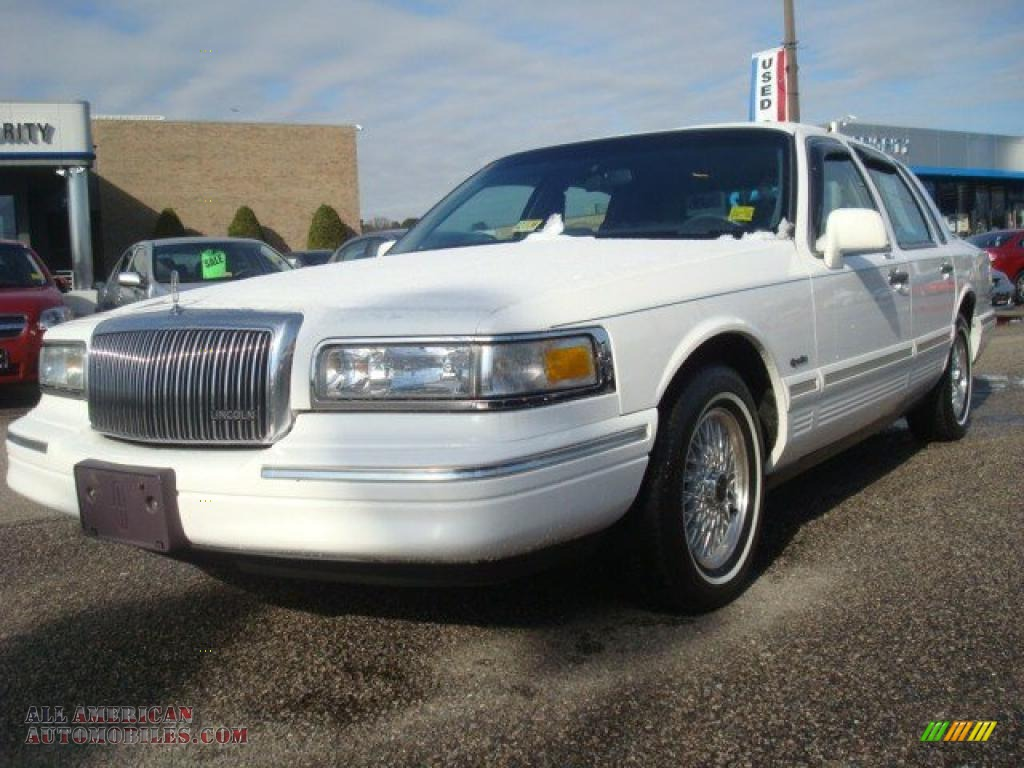 1997 lincoln town car signature in performance white. Black Bedroom Furniture Sets. Home Design Ideas