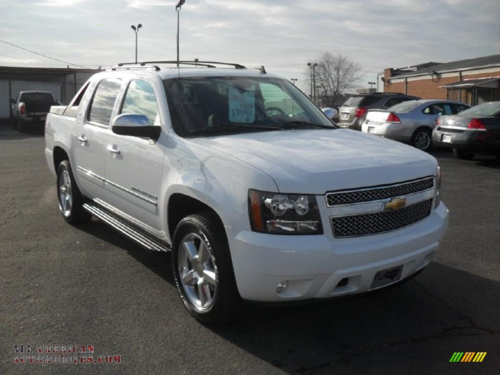 2009 chevrolet avalanche ltz 4x4 in summit white photo 5 137217 all american automobiles. Black Bedroom Furniture Sets. Home Design Ideas