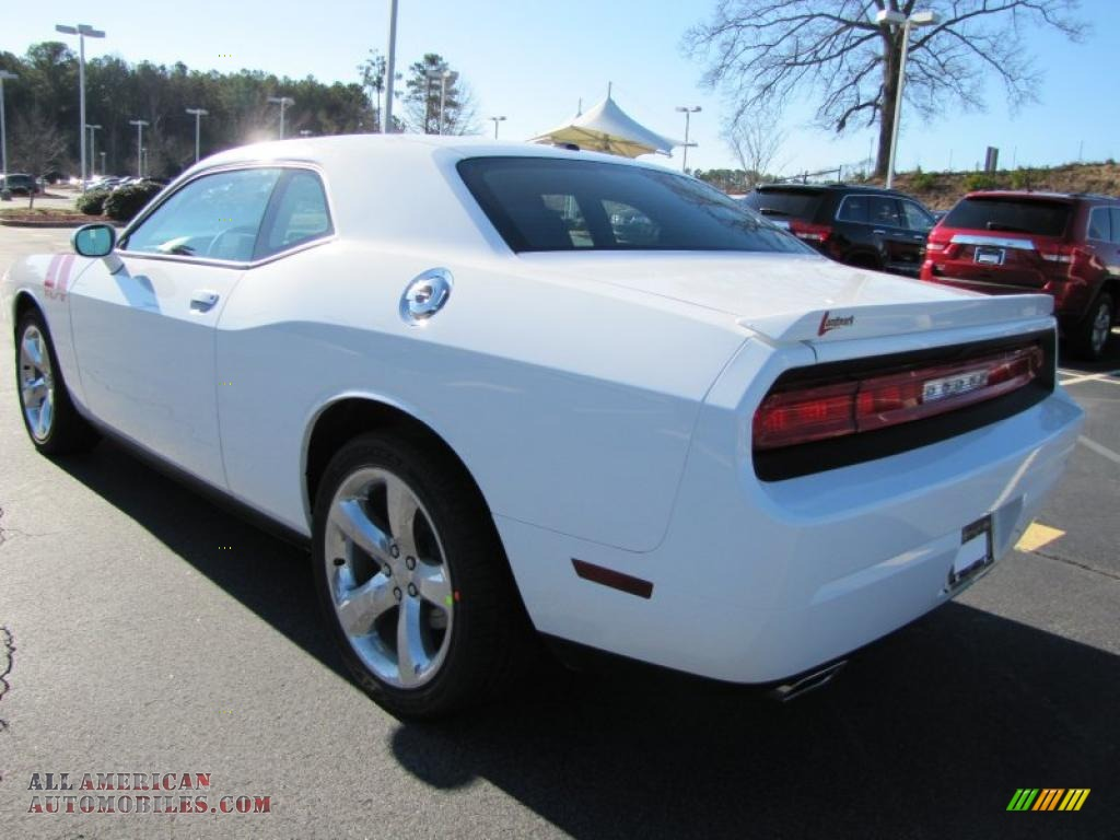 2011 dodge challenger r t in bright white photo 2. Black Bedroom Furniture Sets. Home Design Ideas