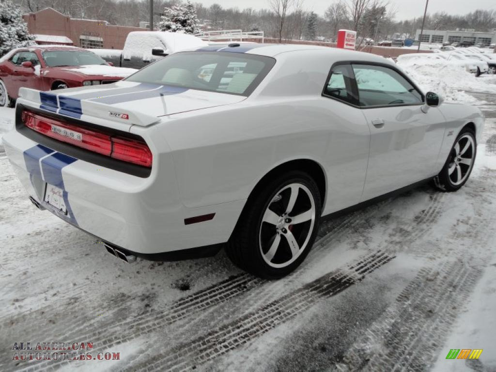 2011 dodge challenger srt8 392 inaugural edition in bright white photo 6 501337 all. Black Bedroom Furniture Sets. Home Design Ideas