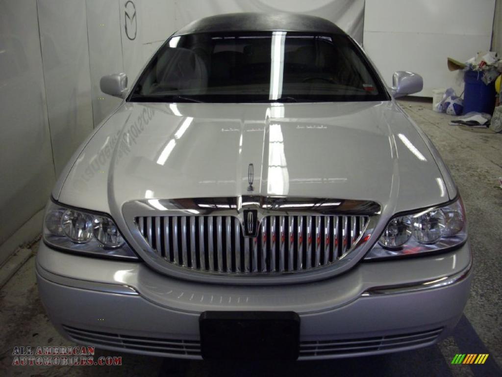 2003 Lincoln Town Car Limousine In Silver Birch Metallic