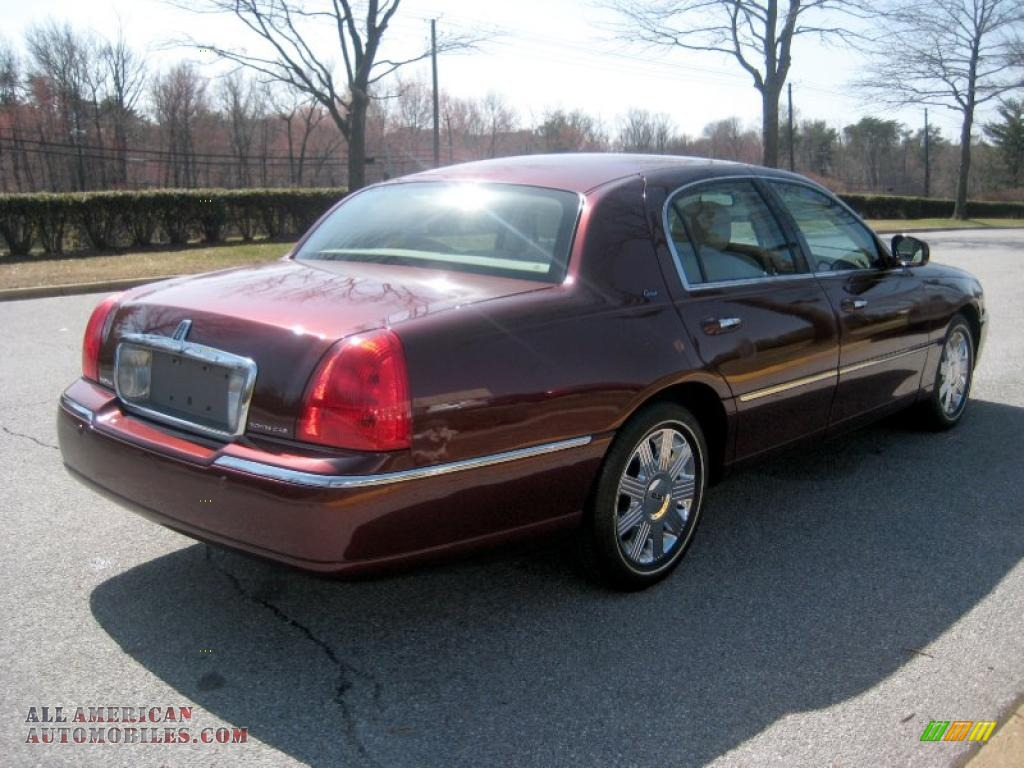 2003 Lincoln Town Car Cartier In Autumn Red Metallic Photo