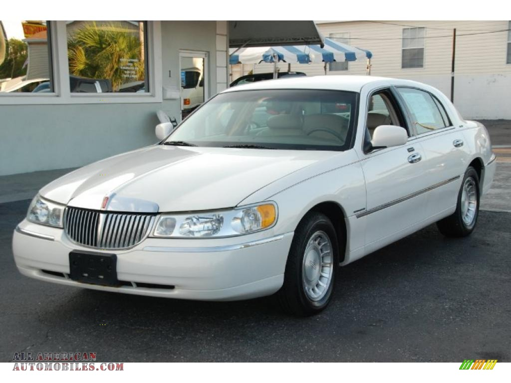2002 lincoln town car executive in vibrant white 615581 all american automobiles buy. Black Bedroom Furniture Sets. Home Design Ideas