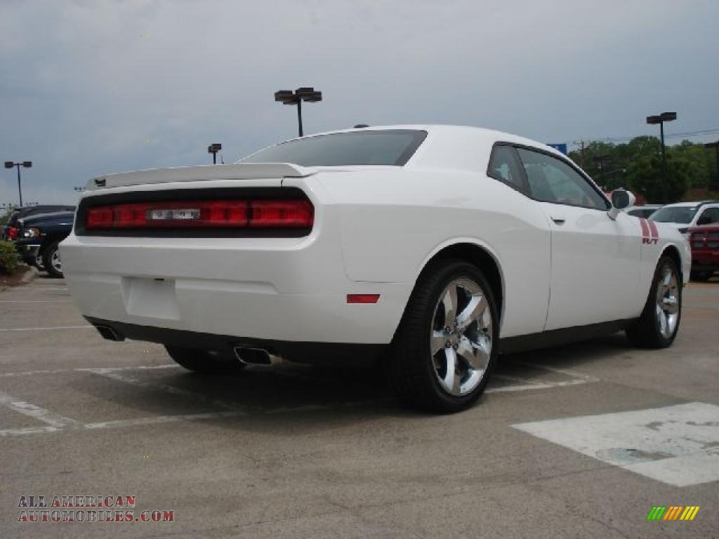 2011 dodge challenger r t plus in bright white photo 2. Black Bedroom Furniture Sets. Home Design Ideas