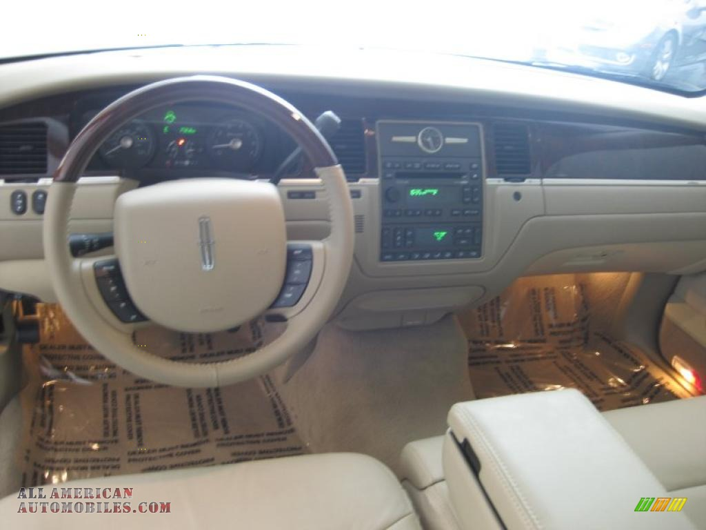 2011 Lincoln Town Car Signature Limited In Light French Silk Metallic Photo 15 753048 All