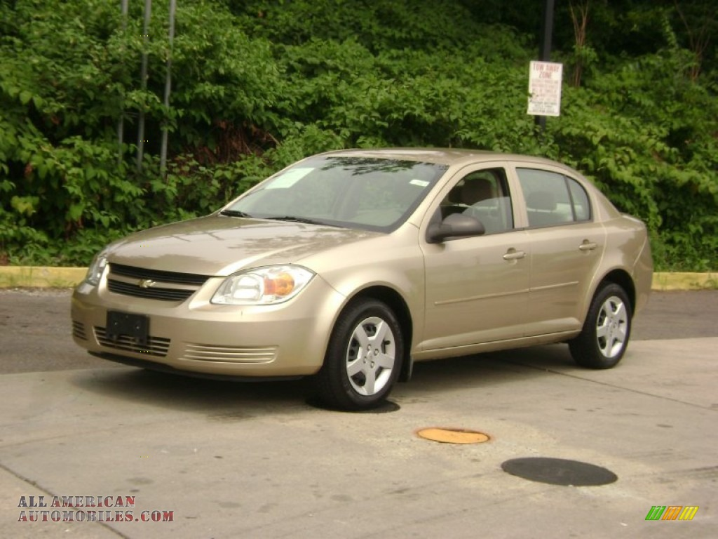 2005 Chevrolet Cobalt Sedan in Sandstone Metallic - 648758 ...