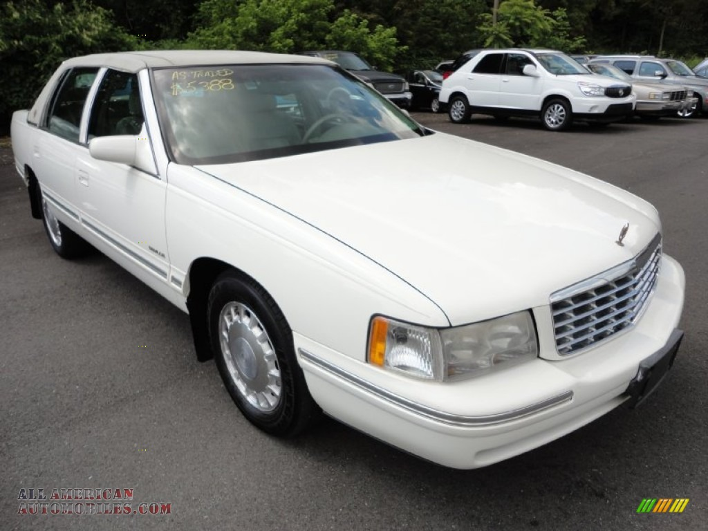 1999 cadillac deville sedan in cotillion white 769923. Black Bedroom Furniture Sets. Home Design Ideas