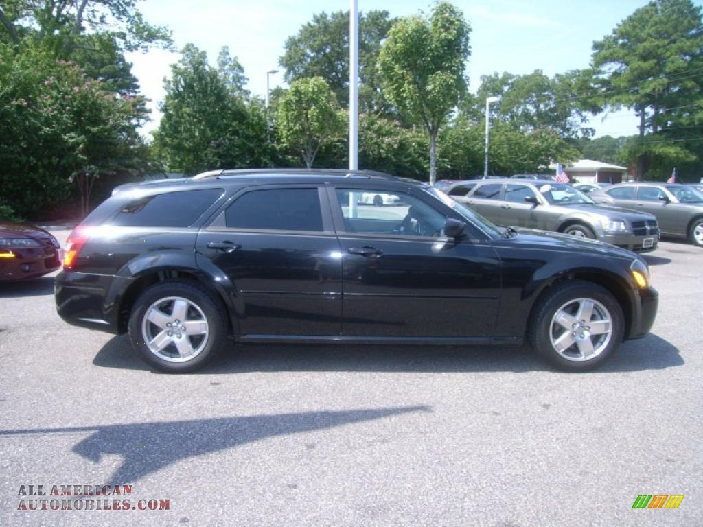 2005 Dodge Magnum SXT AWD in Brilliant Black Crystal Pearl photo #8 ...