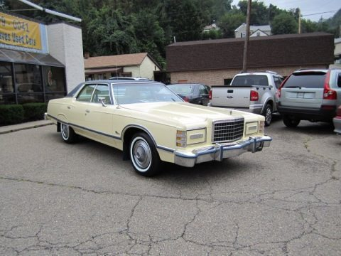 Cream 1977 Ford LTD Landau 4 Door Pillared Hardtop