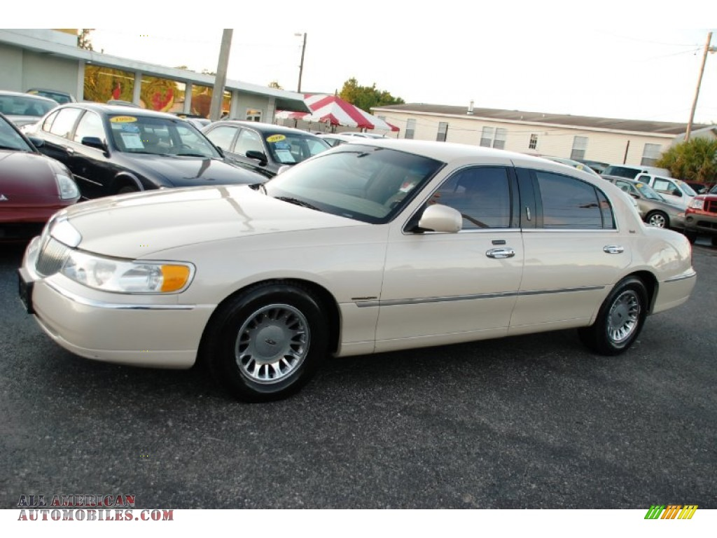 Ivory Parchment Tri Coat / Light Parchment Lincoln Town Car Cartier