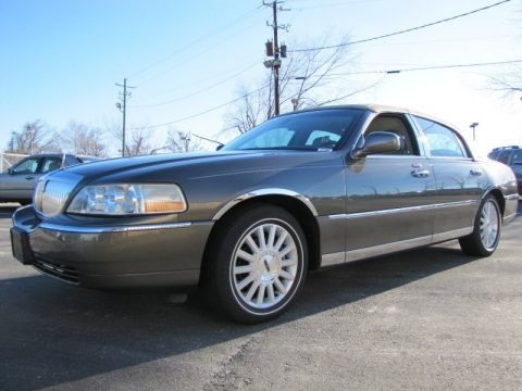 Charcoal Grey Metallic 2003 Lincoln Town Car Signature