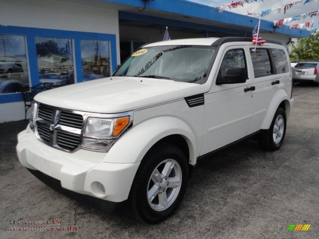 Stone White / Dark Slate Gray/Light Slate Gray Dodge Nitro SLT