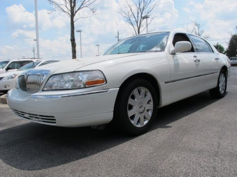 Ceramic White Tri-Coat 2005 Lincoln Town Car Signature