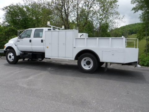 Oxford White 2001 Ford F750 Super Duty XL Crew Cab Utility Truck