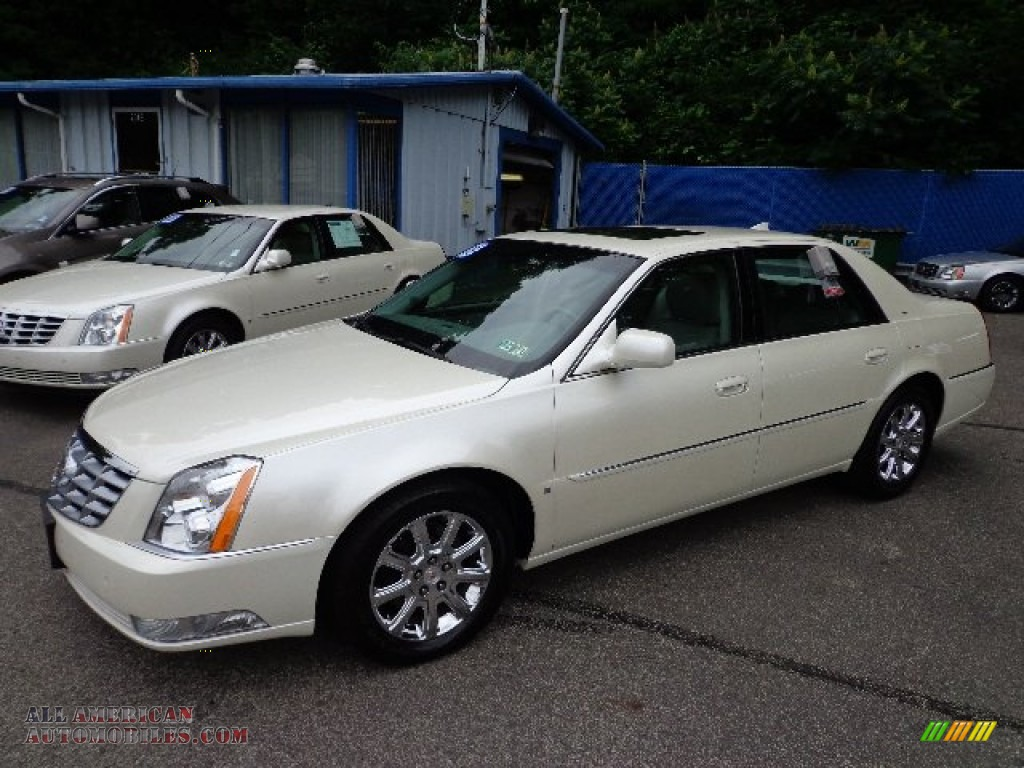 2009 cadillac dts luxury in white diamond tricoat 150066. Black Bedroom Furniture Sets. Home Design Ideas