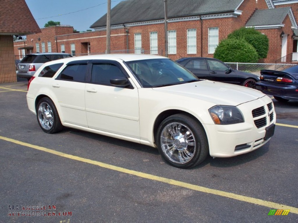 Cool Vanilla White / Dark Slate Gray/Light Graystone Dodge Magnum SE