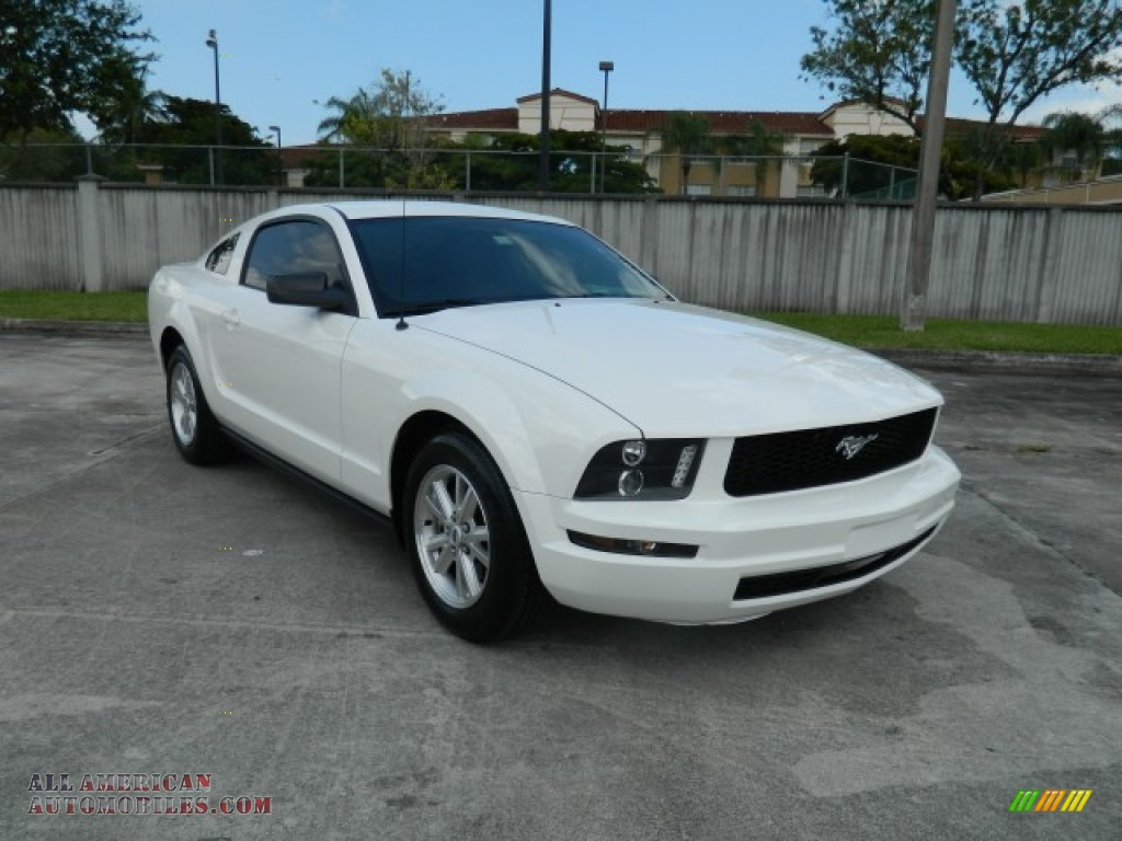 2008 ford mustang v6 deluxe coupe in performance white. Black Bedroom Furniture Sets. Home Design Ideas