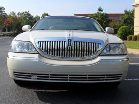 Cashmere Tri-Coat 2005 Lincoln Town Car Signature Limited