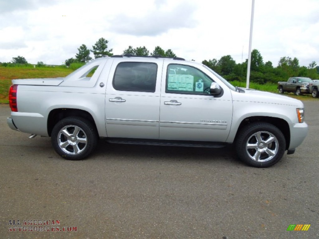 2013 chevrolet avalanche ltz 4x4 black diamond edition in silver ice metallic photo 3 101610. Black Bedroom Furniture Sets. Home Design Ideas