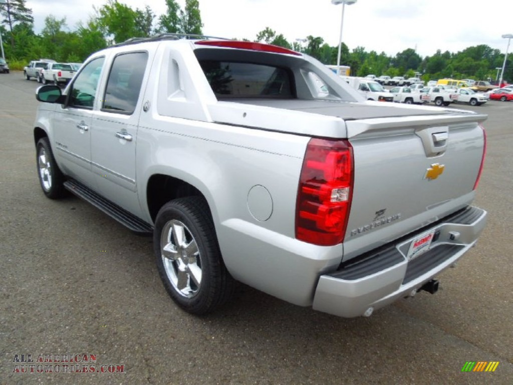 2013 chevrolet avalanche ltz 4x4 black diamond edition in silver ice metallic photo 5 101610. Black Bedroom Furniture Sets. Home Design Ideas