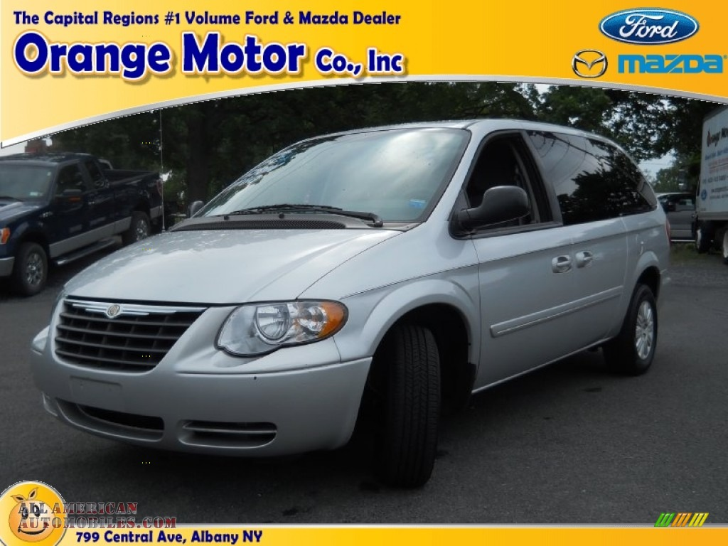 2005 chrysler town country lx in bright silver metallic for Orange motors albany new york