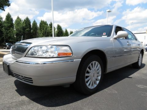 Silver Birch Metallic 2003 Lincoln Town Car Signature