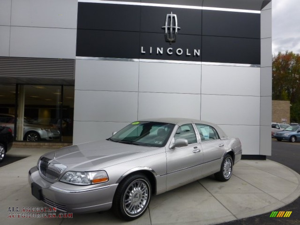 2009 lincoln town car signature limited in silver birch metallic 629249 all american. Black Bedroom Furniture Sets. Home Design Ideas