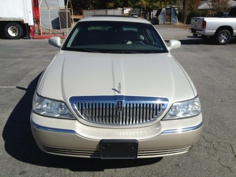 Cashmere Tri-Coat 2005 Lincoln Town Car Sedan