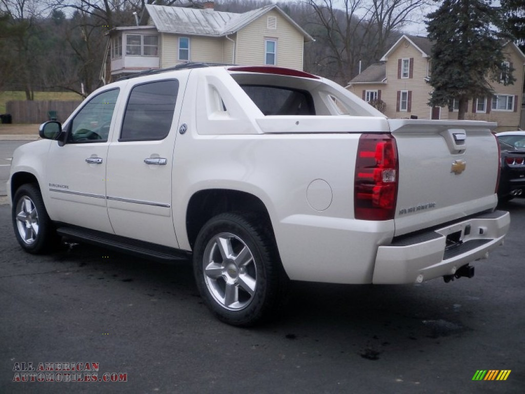 2013 chevrolet avalanche ltz 4x4 black diamond edition in white diamond tricoat photo 7. Black Bedroom Furniture Sets. Home Design Ideas