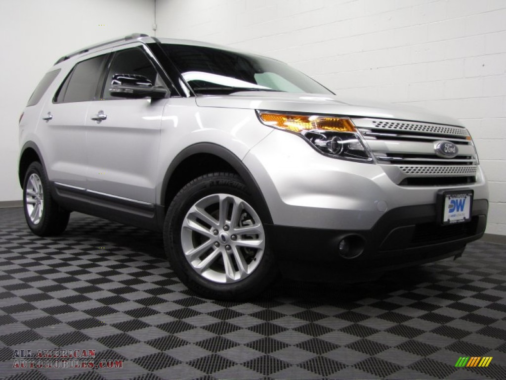 Ingot Silver Metallic / Charcoal Black Ford Explorer XLT 4WD