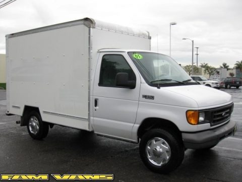 Oxford White 2005 Ford E Series Cutaway E350 Commercial Moving Truck