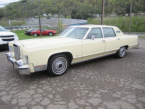 Cream 1978 Lincoln Continental Town Car