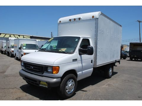 Oxford White 2007 Ford E Series Cutaway E350 Commercial Moving Truck