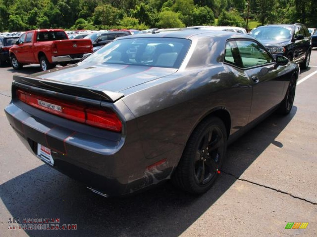 2013 dodge challenger r t blacktop in granite crystal. Black Bedroom Furniture Sets. Home Design Ideas