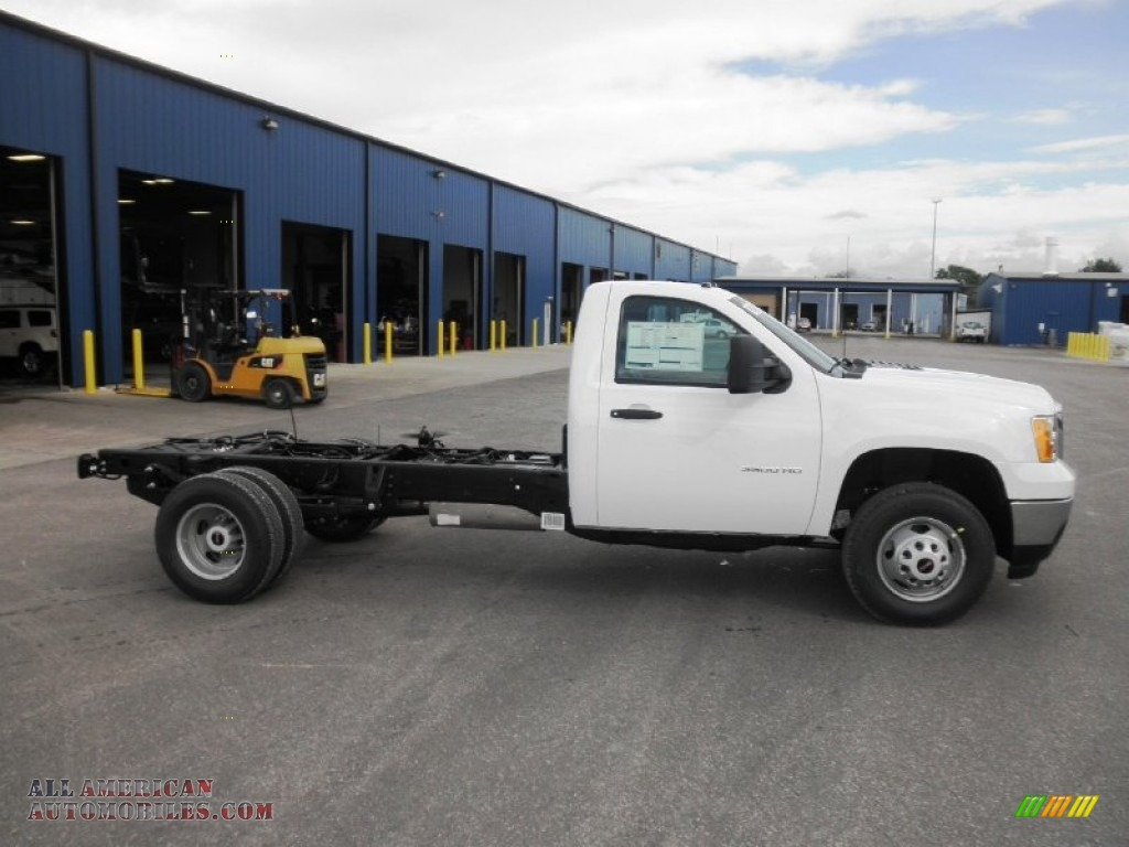 2014 Sierra 3500HD Regular Cab Dually Chassis - Summit White / Dark