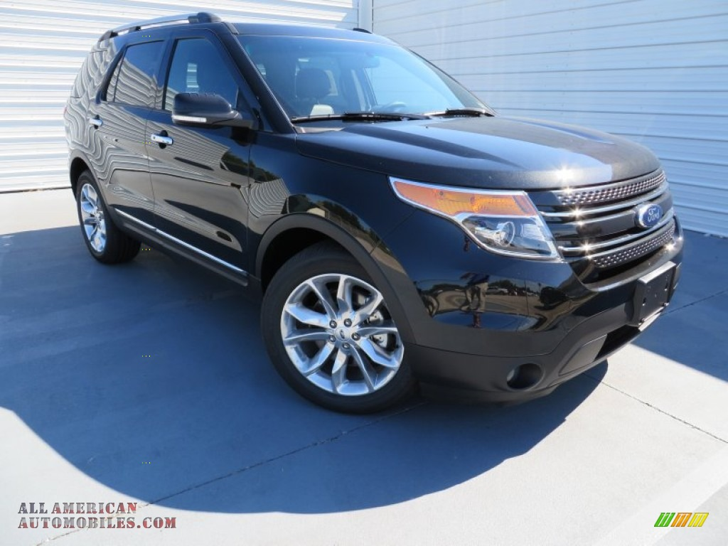 Tuxedo Black / Charcoal Black Ford Explorer Limited