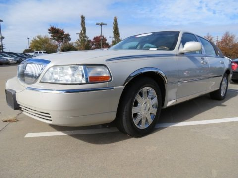 Light French Silk 2004 Lincoln Town Car Ultimate