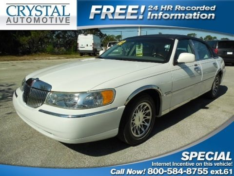 Vibrant White 2002 Lincoln Town Car Signature