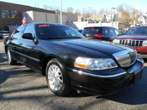 Black 2007 Lincoln Town Car Signature