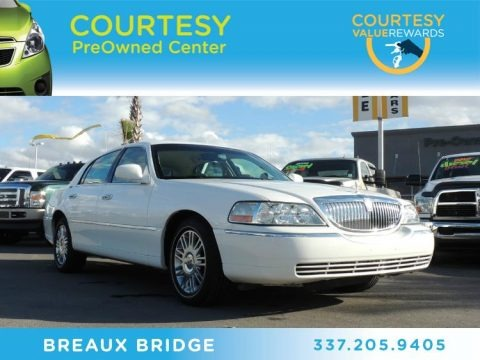 Vibrant White 2009 Lincoln Town Car Signature Limited
