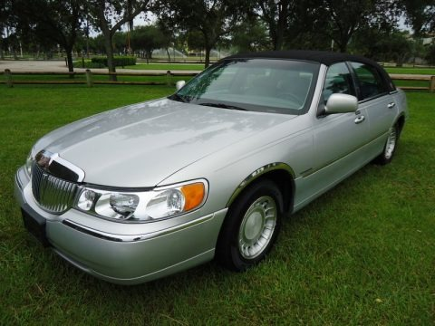 Silver Frost Metallic 2000 Lincoln Town Car Executive