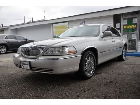 Cashmere Tri-Coat 2006 Lincoln Town Car Signature Limited