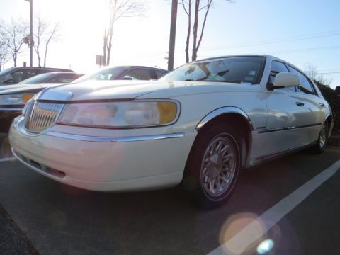 Vibrant White 1998 Lincoln Town Car Signature