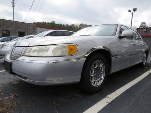 Silver Frost Metallic 2002 Lincoln Town Car Signature