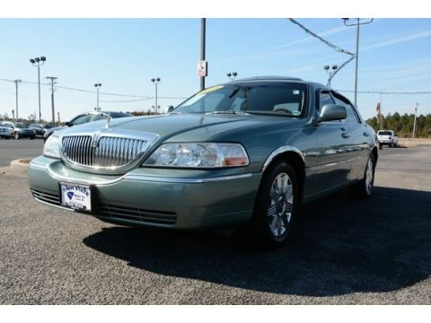 Light Tundra Metallic 2005 Lincoln Town Car Signature Limited