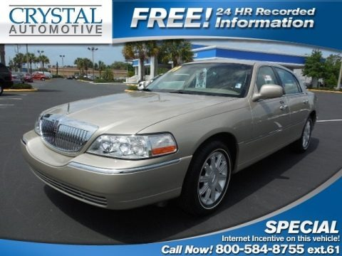 Light French Silk Metallic 2009 Lincoln Town Car Signature Limited